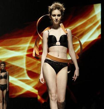 SIUF2013诱惑密码开场秀 时尚与健康并行